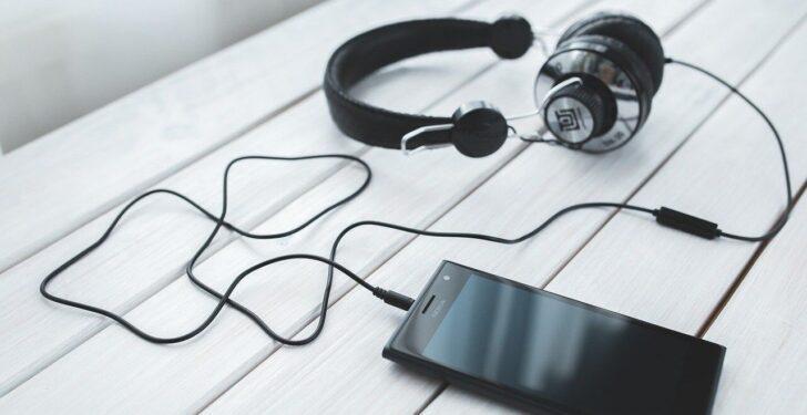 手持ちの音楽をスマホで聴くならストリーミング再生する方法もアリです。