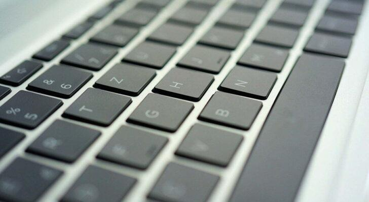 Windows10でキーを押し続けたときのキーボードの反応速度を変更する方法